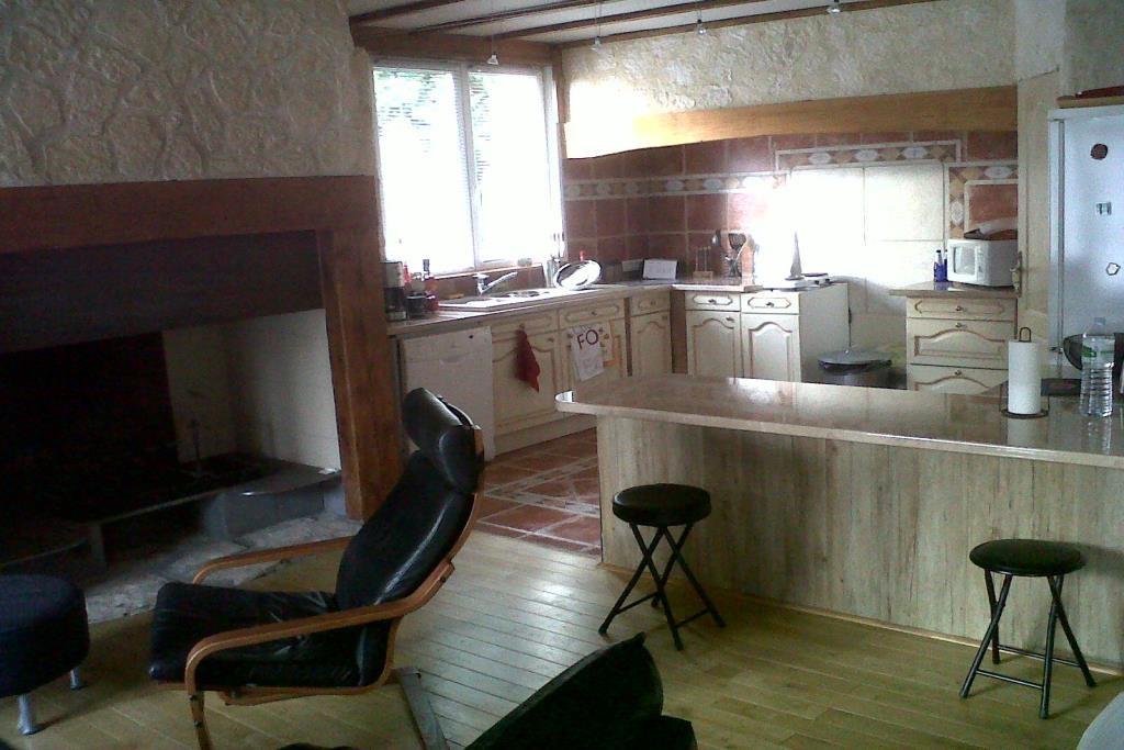 Entraigues-sur-la-Sorgue-20121202-00293