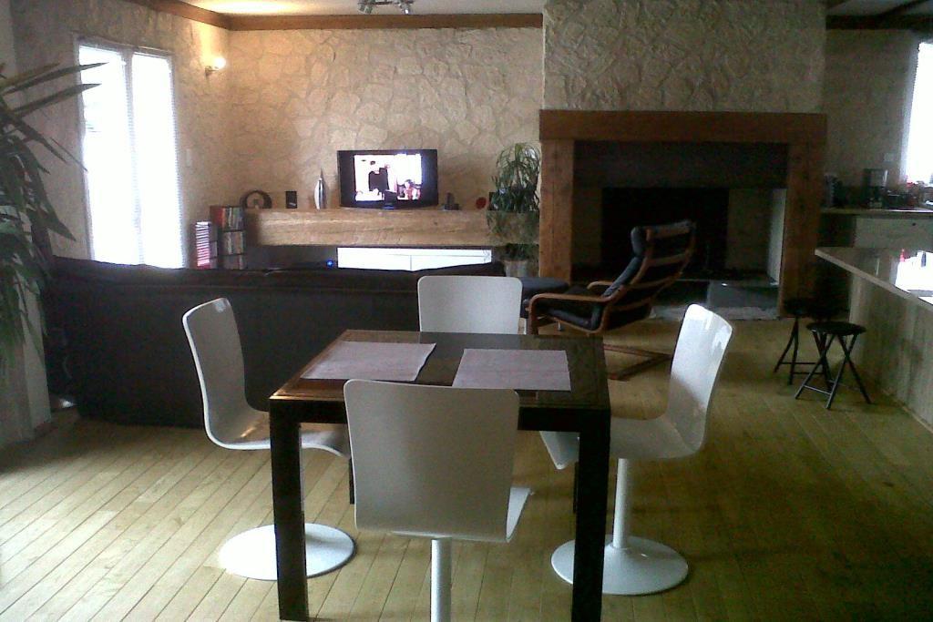 Entraigues-sur-la-Sorgue-20121202-00292